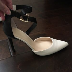 Banana republic cream and black pumps